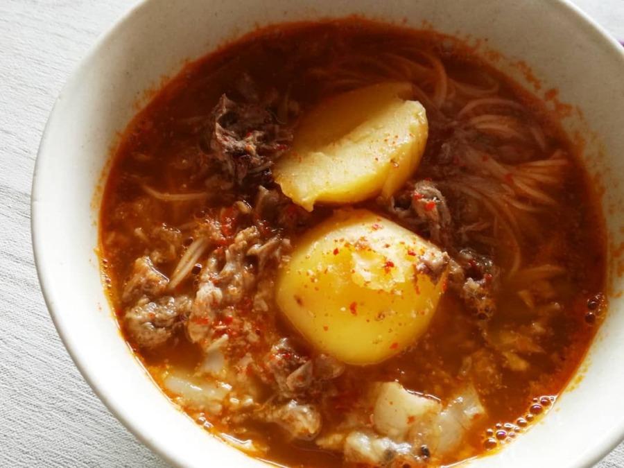 猪骨スープの新じゃがカムジャタン麺。