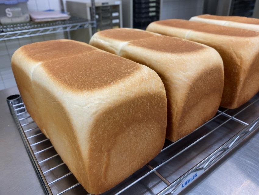 11月の毎週金曜日/焼きたて生食パン
