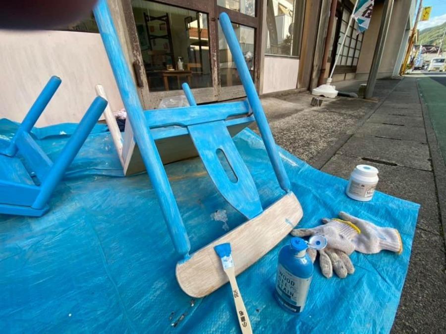 『青い椅子プロジェクト』